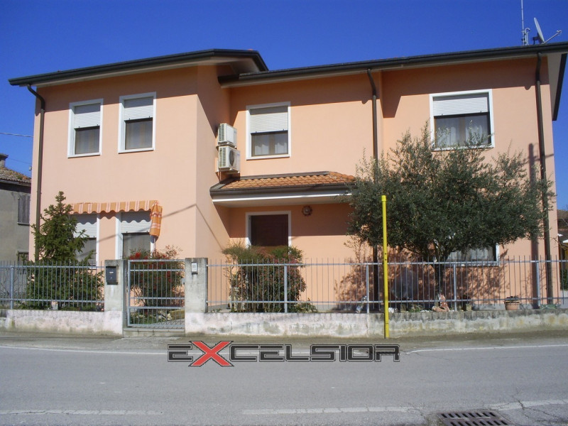Casa Indipendente in ottime condizioni in vendita Rif. 4071200