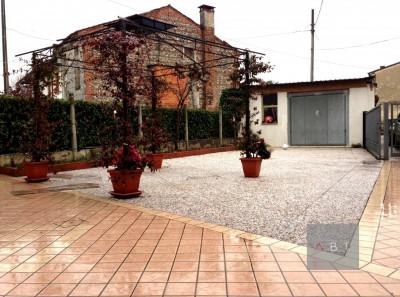 Grantorto (PD) vendesi porzione di casa abitabile con giardino privato.