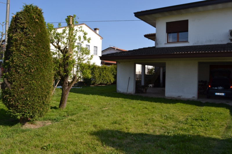 Appartamento in discrete condizioni in vendita Rif. 4073228
