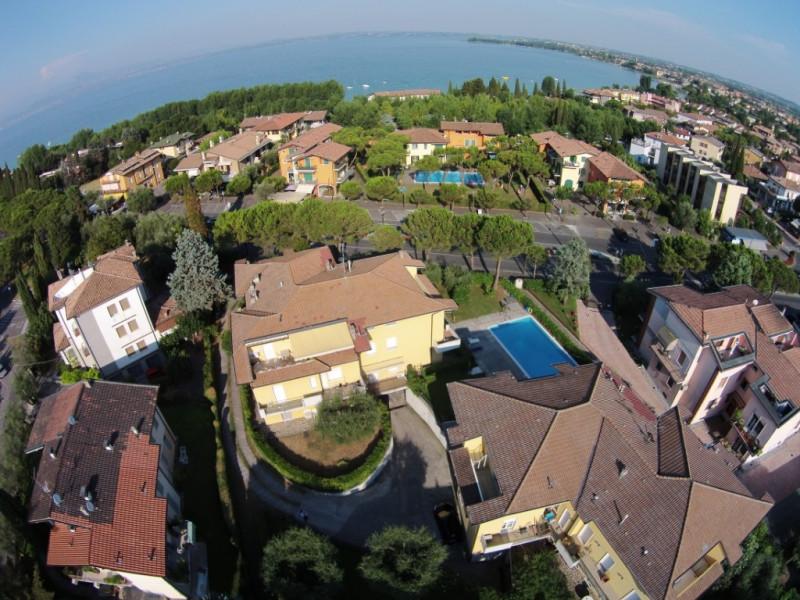 Appartamento in vendita a Sirmione, 3 locali, zona Zona: Colombare, prezzo € 280.000 | CambioCasa.it
