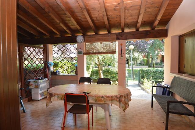 Appartamento in vendita a Sirmione, 6 locali, zona Zona: Lugana, prezzo € 350.000 | CambioCasa.it