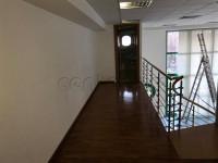 Bolzano, zona Piani, ufficio in ottime condizioni, distribuito su più piani