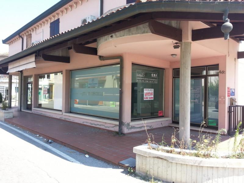 Negozio / Locale in affitto a Porto Viro, 9999 locali, zona Località: Porto Viro, prezzo € 400 | CambioCasa.it