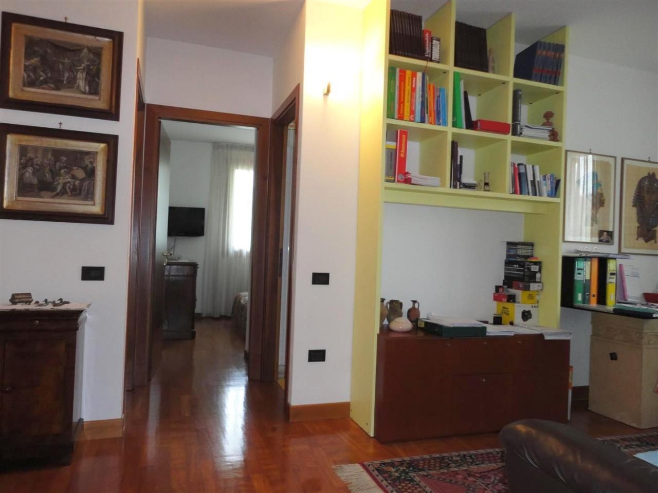 Porzione di quadrifamiliare a Monteortone https://media.gestionaleimmobiliare.it/foto/annunci/151001/1164518/1280x1280/3_zona_notte.jpg
