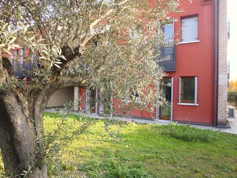 Appartamento in ottime condizioni in vendita Rif. 8488503
