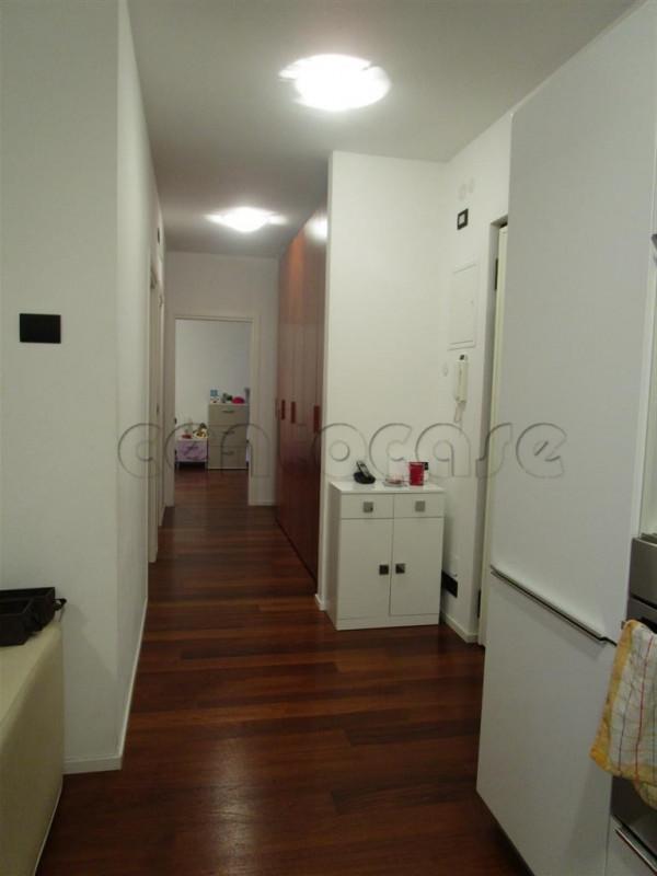 Bolzano, Dodiciville, appartamento trilocale con terrazza