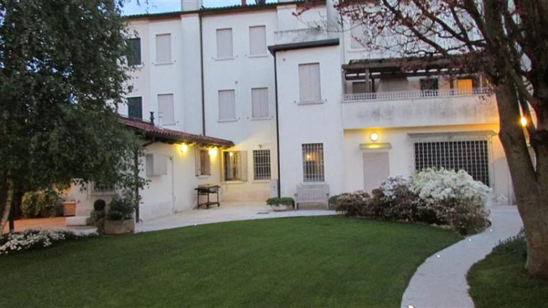 Appartamento in discrete condizioni in vendita Rif. 9985110