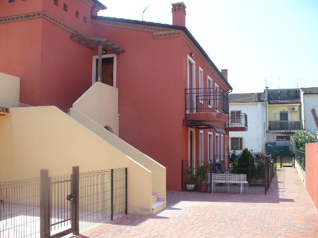 Appartamento in vendita a Arcole, 4 locali, zona Località: Arcole - Centro, prezzo € 85.000 | CambioCasa.it