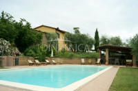Villa con piscina e terreno in bella zona panoramica, collina pisa