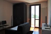 CANDIANA: In piccolo contesto, recente, ultimo piano con tre camere matrimoniali