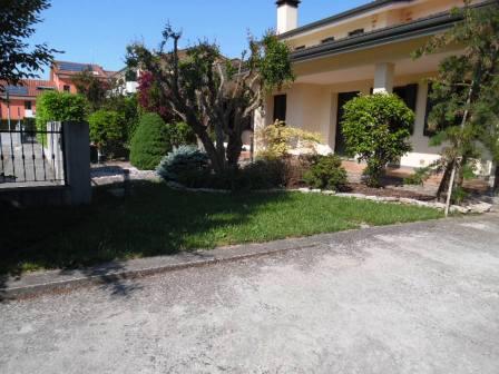 Appartamento in discrete condizioni in vendita Rif. 4085650