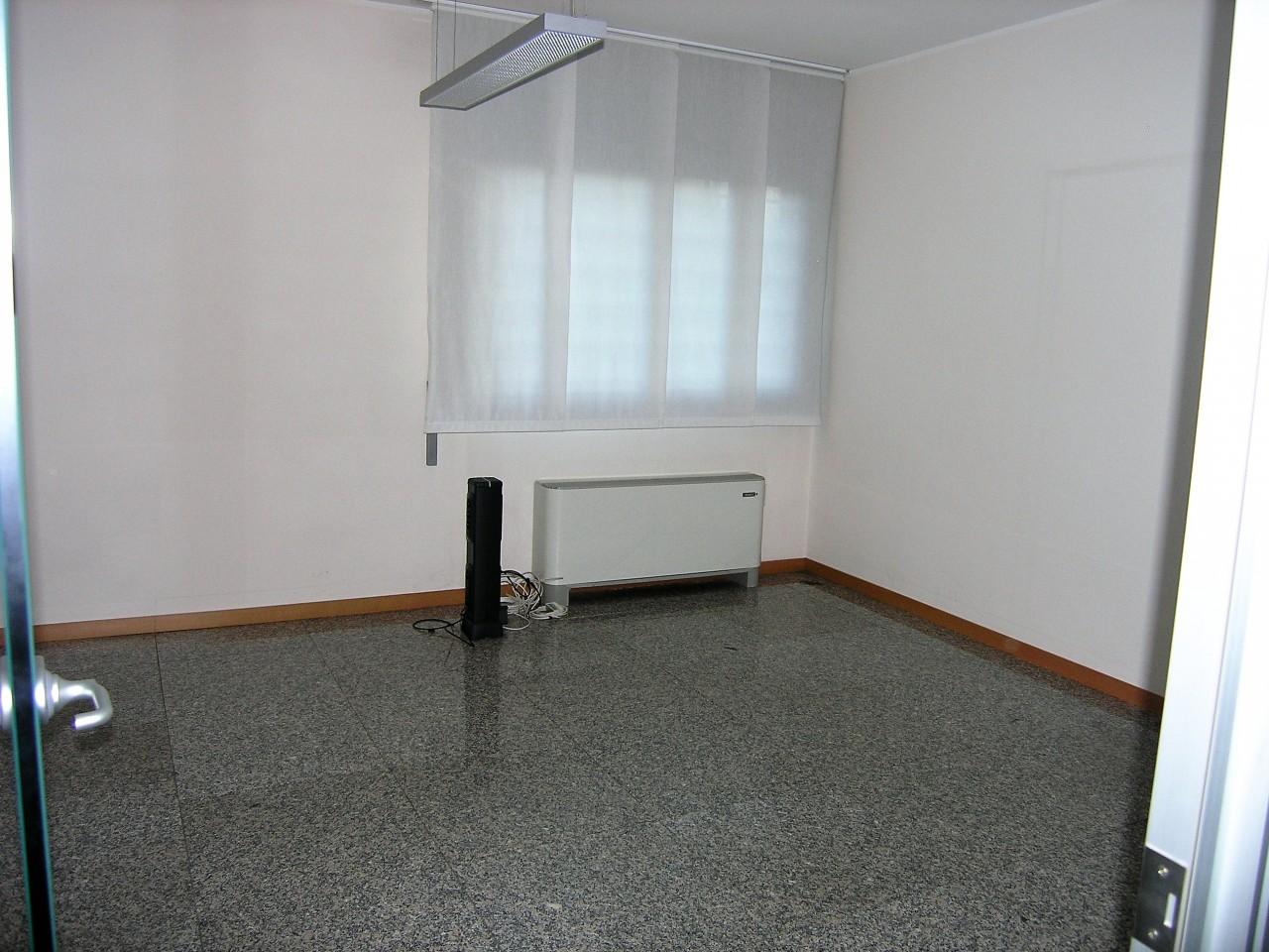 Piazzola sul brenta negozio uffici al piano terra zona for Disegni di casa al piano terra