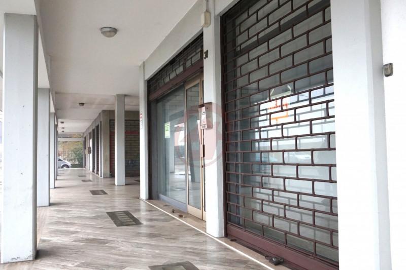 NEGOZIO FRONTE STATALE - https://media.gestionaleimmobiliare.it/foto/annunci/170207/1516301/800x800/008__dsc04846_wmk_0.jpg