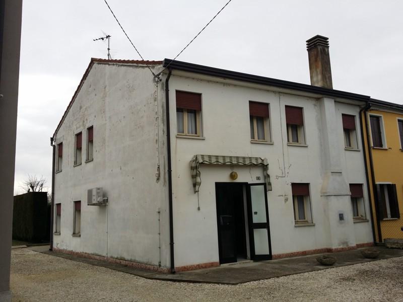 Villetta a schiera in buone condizioni in vendita Rif. 4093474