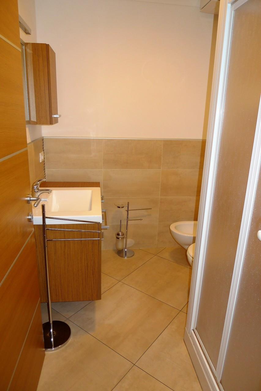Ufficio in affitto a bagno a ripoli zona meoste for Cerco ufficio in affitto