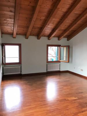 Camposampiero - ufficio indipendente ad € 390,00/mese