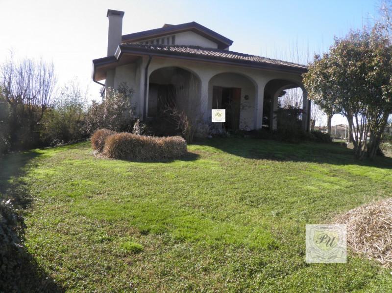 Casa Indipendente in buone condizioni in vendita Rif. 4096048