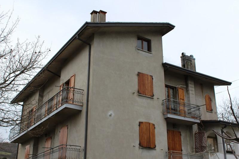 Appartamento in discrete condizioni arredato in vendita Rif. 4096476