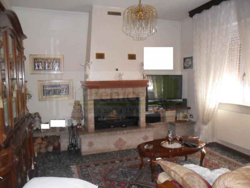 CASTEL GOFFREDO VILLA SINGOLA CON GIARDINO - https://media.gestionaleimmobiliare.it/foto/annunci/170403/1547872/800x800/010__sam_2784_wmk_0.jpg
