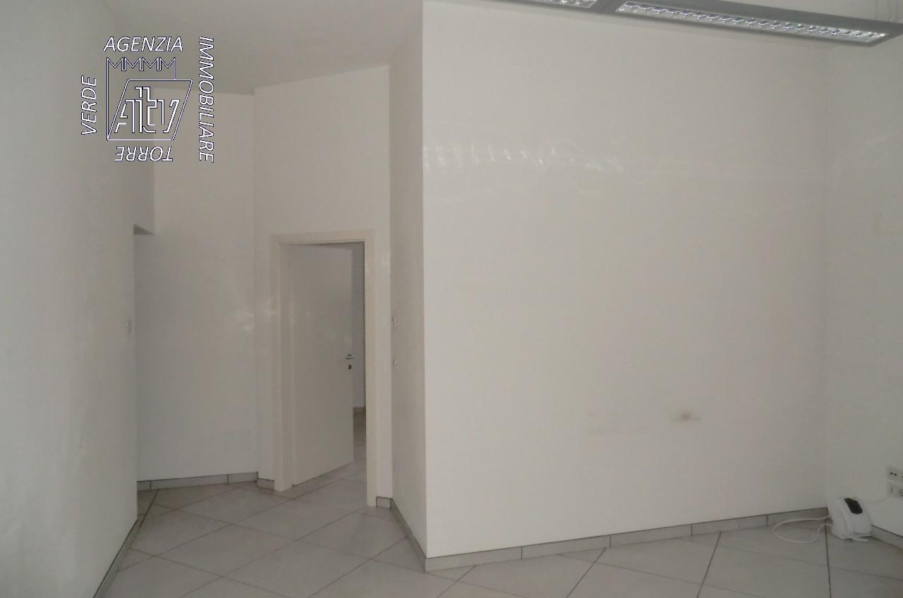 Ufficio Per Geometra : Mezzolombardo ufficio studio per dentista medico geometra ecc