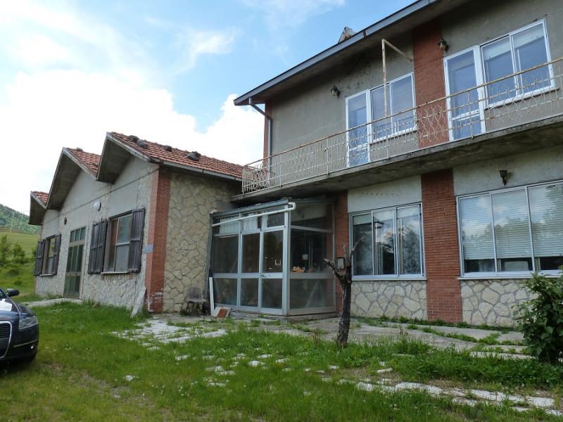 Villa in vendita a Montecopiolo, 15 locali, prezzo € 185.000 | CambioCasa.it