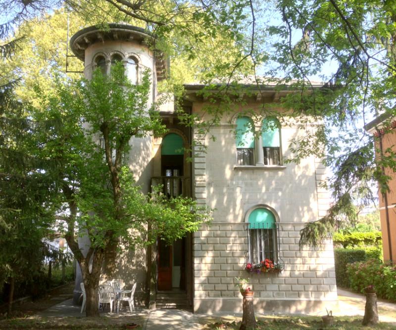 Villa in vendita a Polesella, 4 locali, zona Località: Polesella - Centro, prezzo € 100.000 | CambioCasa.it