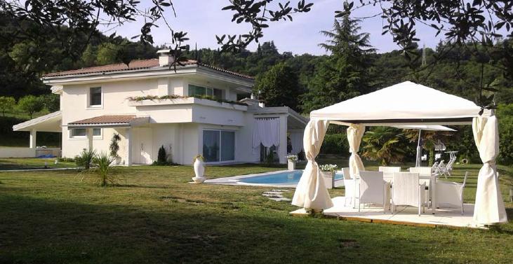 Planimetria villa con piscina planimetria villa con for Progetti di cottage sulla spiaggia e planimetrie