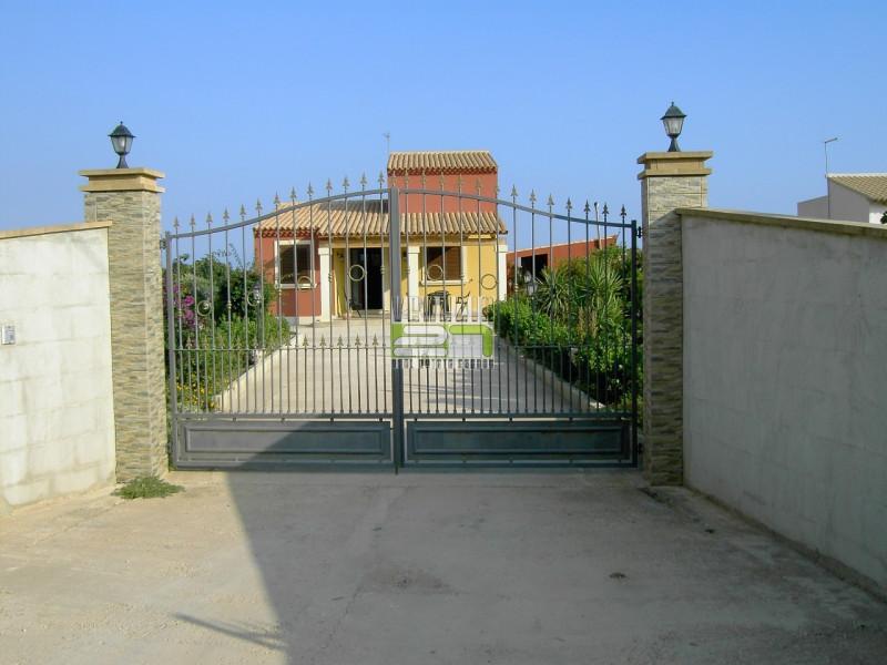 Villa in buone condizioni arredato in affitto Rif. 4099929