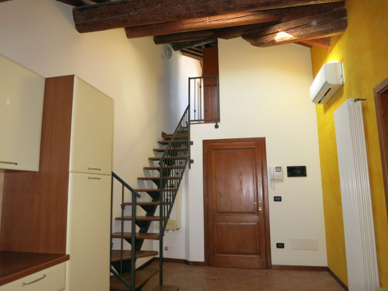 Appartamento in ottime condizioni arredato in affitto Rif. 8672825