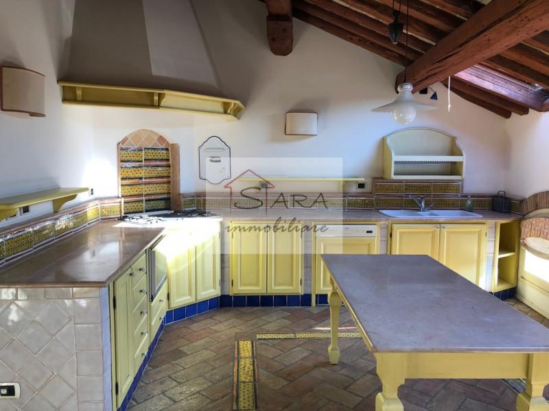 PADOVA - zona Santo: attico/mansarda con travi a vista - https://media.gestionaleimmobiliare.it/foto/annunci/170607/1581940/800x800/005__img_0002.jpg