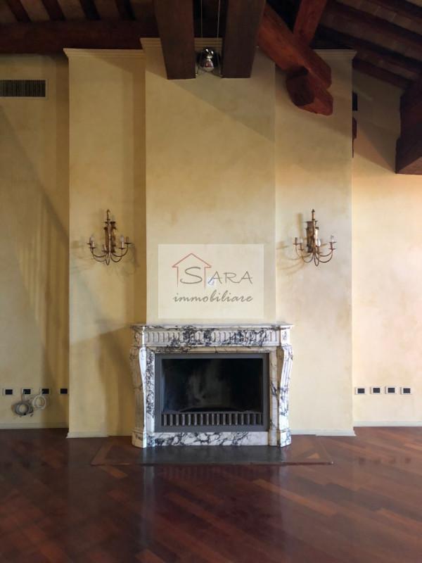 PADOVA - zona Santo: attico mansardato con travi a vista - https://media.gestionaleimmobiliare.it/foto/annunci/170607/1581940/800x800/007__img_0006.jpg