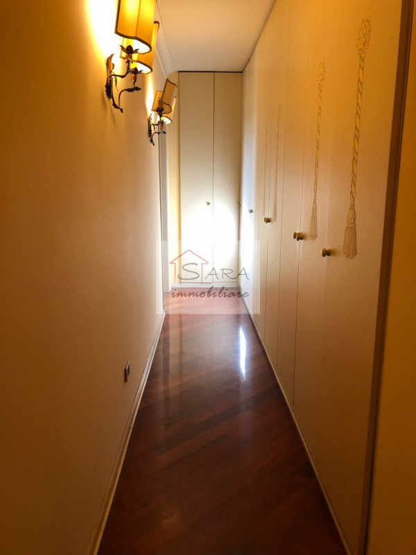 PADOVA - zona Santo: attico mansardato con travi a vista - https://media.gestionaleimmobiliare.it/foto/annunci/170607/1581940/800x800/009__img_0014.jpg
