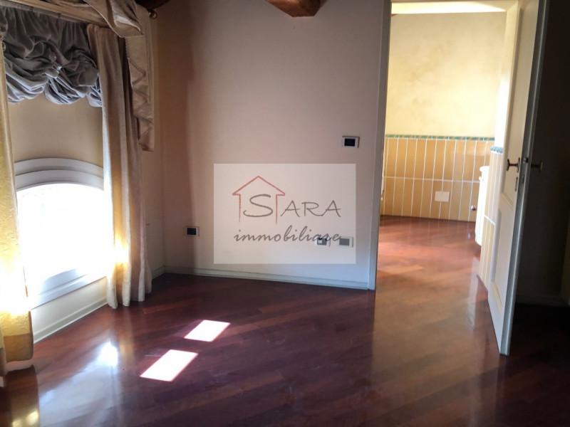 PADOVA - zona Santo: attico mansardato con travi a vista - https://media.gestionaleimmobiliare.it/foto/annunci/170607/1581940/800x800/012__img_0010.jpg