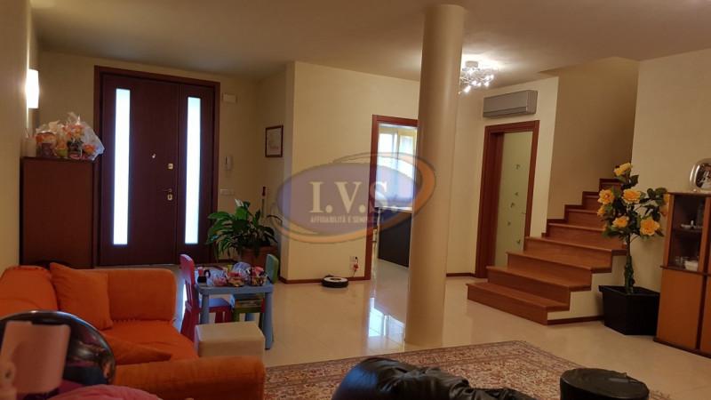 Appartamento in ottime condizioni in vendita Rif. 4104142
