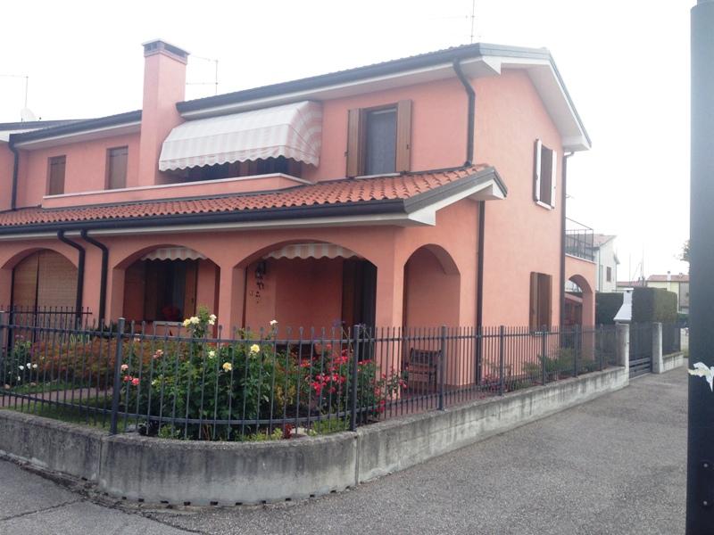 Villetta a schiera in ottime condizioni in vendita Rif. 4105189