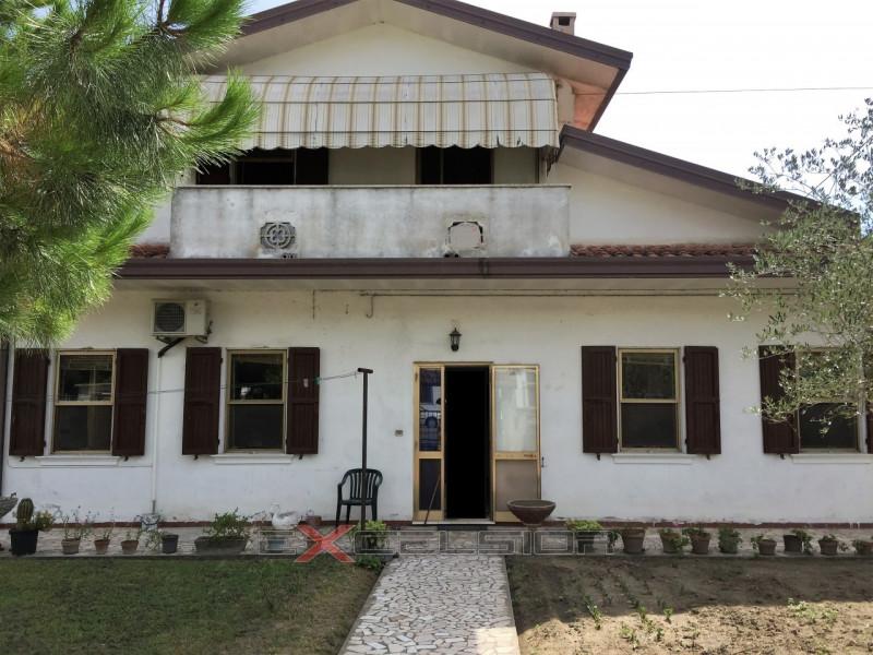 Casa Indipendente in buone condizioni in vendita Rif. 4106592