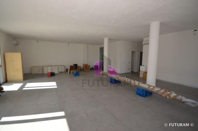RECENTE UFFICIO AL PIANO RIALZATO___Bolzano Vicentino - https://media.gestionaleimmobiliare.it/foto/annunci/170817/1619070/800x800/004__3_risultato.jpg