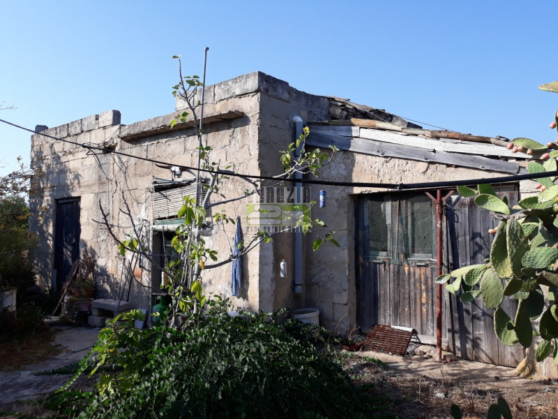 Rustico / Casale da ristrutturare in vendita