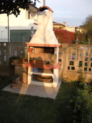 Bifamiliare a Torreglia con ampio giardino e quattro camere da letto