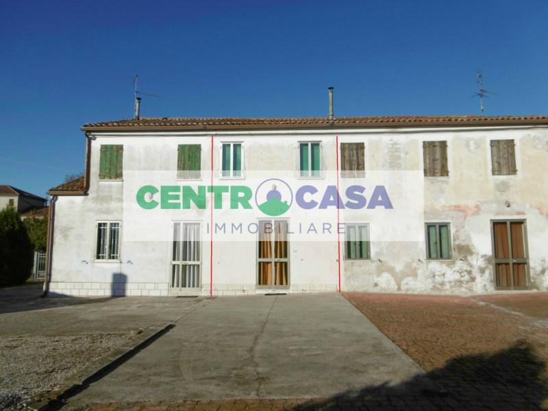 Villa a Schiera in vendita a Legnago, 9999 locali, zona Zona: Vangadizza, prezzo € 40.000 | CambioCasa.it