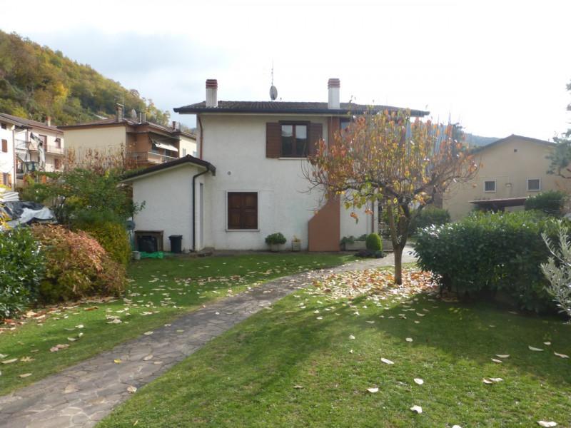 Villa in vendita a Badia Calavena, 6 locali, zona Località: Badia Calavena - Centro, prezzo € 220.000 | CambioCasa.it