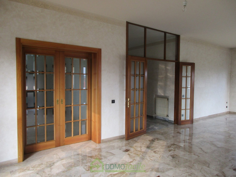 APPARTAMENTO QUADRICAMERE - https://media.gestionaleimmobiliare.it/foto/annunci/171215/1707769/800x800/003__Vicenza_ampio_quadricamere_004.jpg