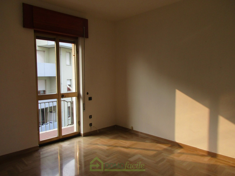 APPARTAMENTO QUADRICAMERE - https://media.gestionaleimmobiliare.it/foto/annunci/171215/1707769/800x800/010__Vicenza_ampio_quadricamere_011.jpg