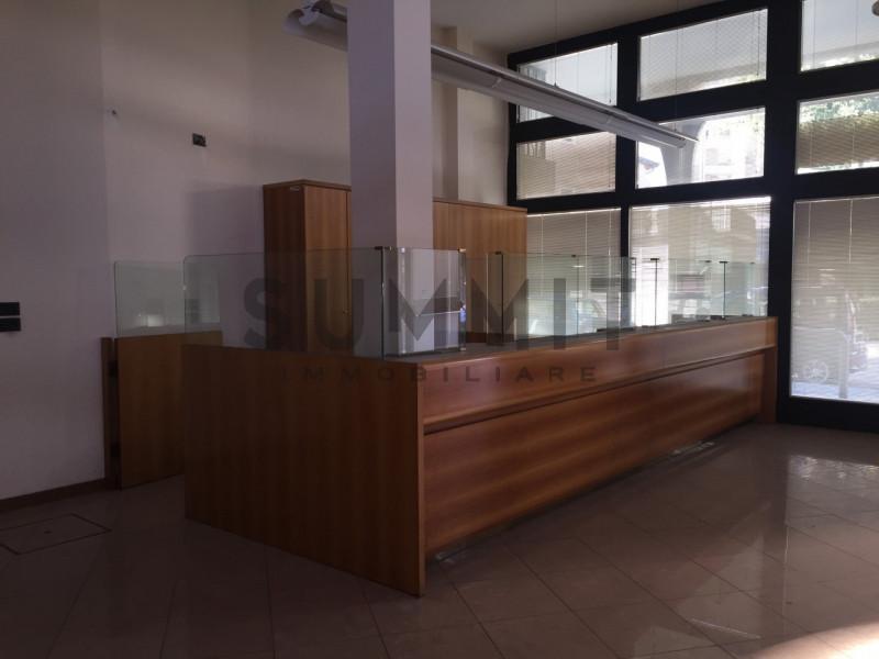Appartamento in buone condizioni in affitto Rif. 4120993