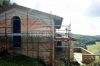 Casa colonica e fienile ristrutturati al grezzo, collina montaione - volterra