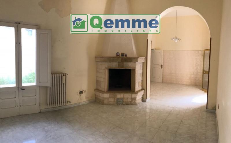 Appartamento in discrete condizioni in vendita Rif. 6086073