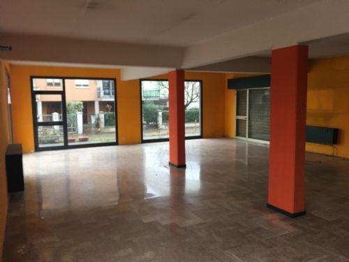 Attività commerciale in buone condizioni in affitto Rif. 5680831