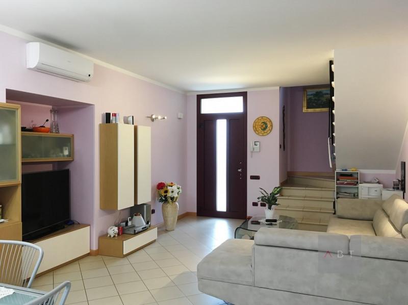 Appartamento in buone condizioni in vendita Rif. 5808908