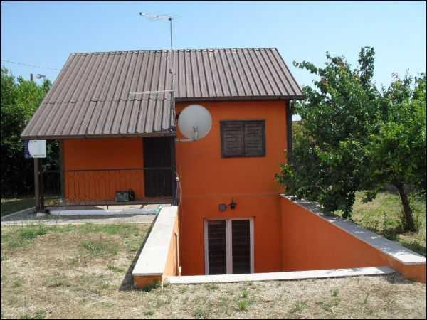 Casa Indipendente in discrete condizioni in vendita Rif. 9540862