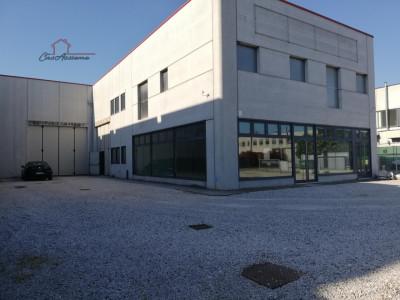 OCCASIONE Capannone con spazio espositivo a S.Giorgio in Bosco a €385.000
